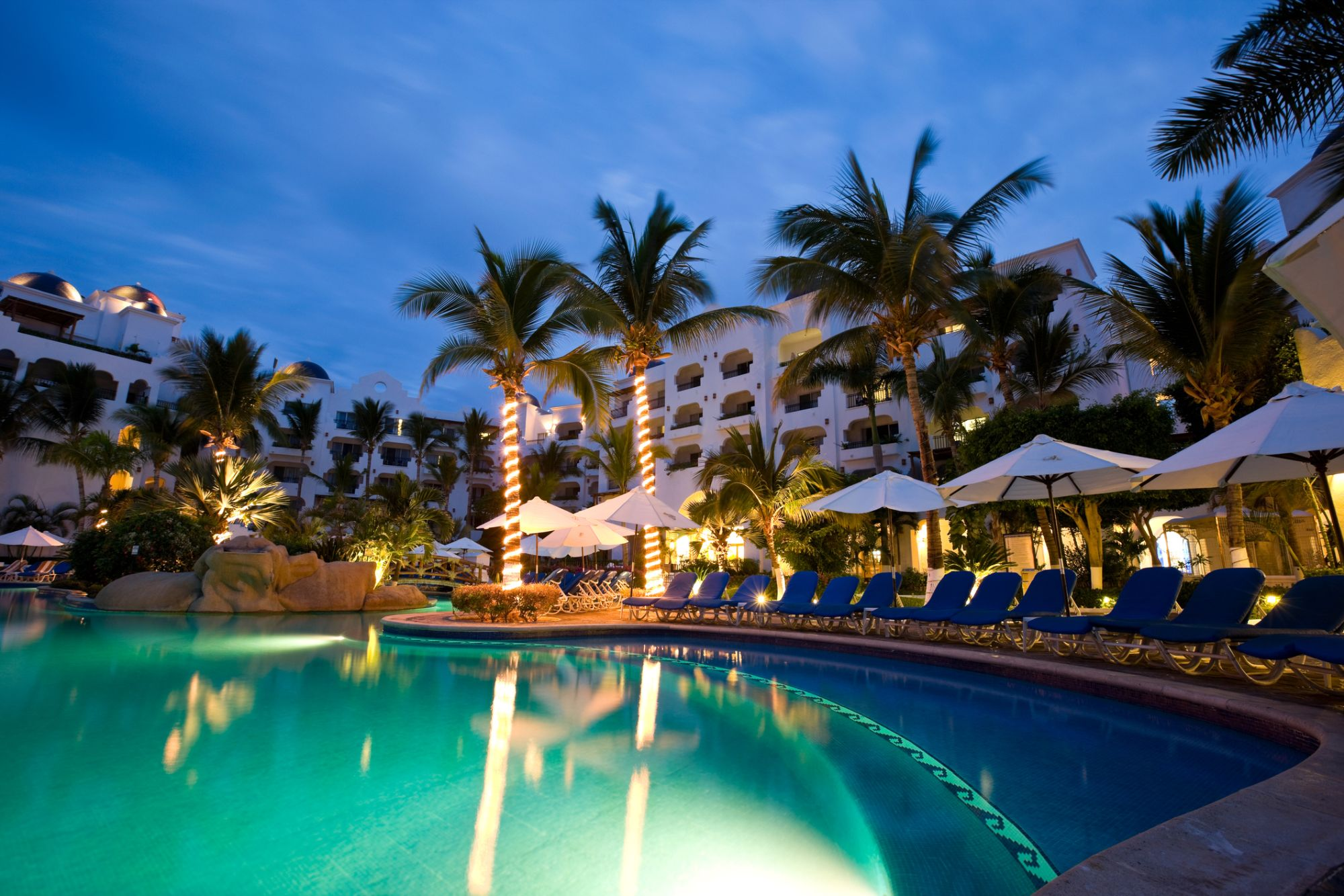 8 of the top luxury hotels in Los Cabos